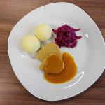 pürierte Kost mal appetitlich: Schweinemedaillons mit Rotkohl und Kartoffelschaum